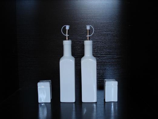Porclain Oil .Vinegar.Salt and Pepper Shakers SET  1
