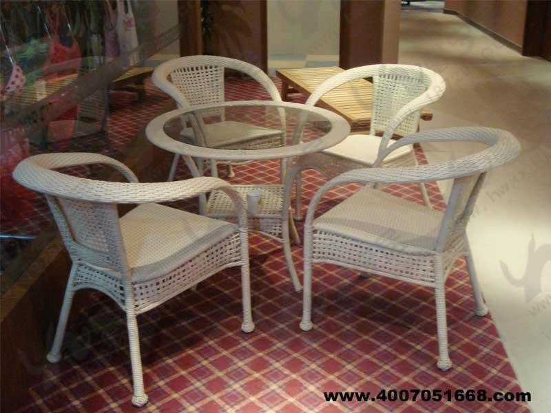 藤编桌椅规格:各种规格(方形,圆形等) 藤编桌椅材质:桌椅框架采用铝合金静电喷涂,高品质PE/PVC/藤编织而成 藤编桌椅特点:藤是一种天然的环保家具材料,它具有既坚固又轻巧柔韧,可任意弯曲的特性;高品质PE/PVC表面光滑,柔韧性好,抗老化、紫外线、耐湿热能力较强,不易褪色,易于清洗等优点 藤编桌椅适用于宾馆酒店、餐厅、海滩、游泳池、度假村、别墅、私家花园、阳台平台、户外休闲场所等 实木桌椅规格:各种规格,颜色可按客户要求制作(方形,圆形等) 实木桌椅材质:优质实木/山樟木/水曲柳木/水曲柳木等材质 实