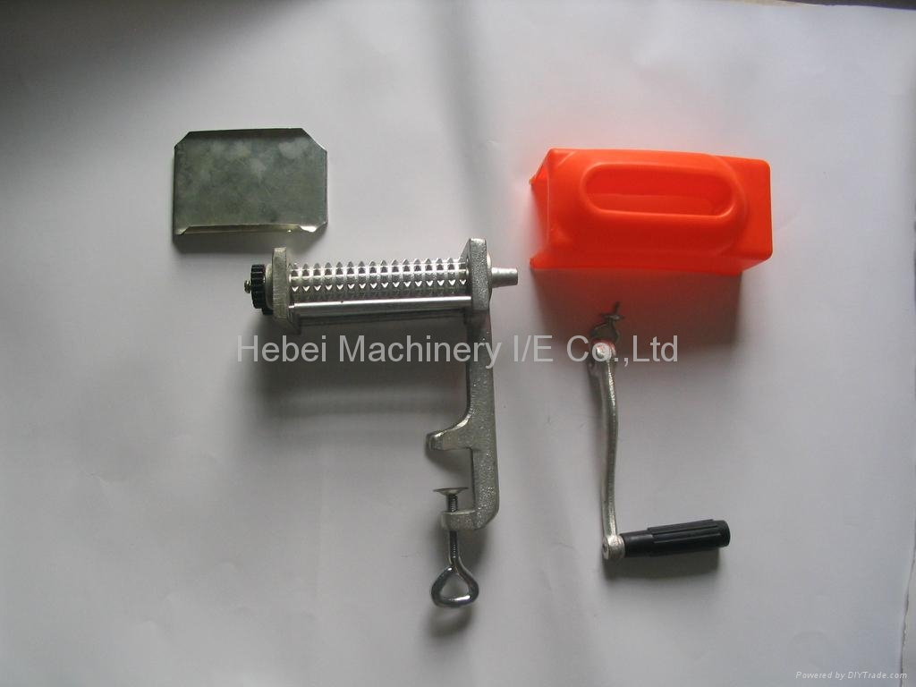 Hand Crank Meat Tenderizer http://www.diytrade.com/china/pd/4407732/Meat_tenderizer.html