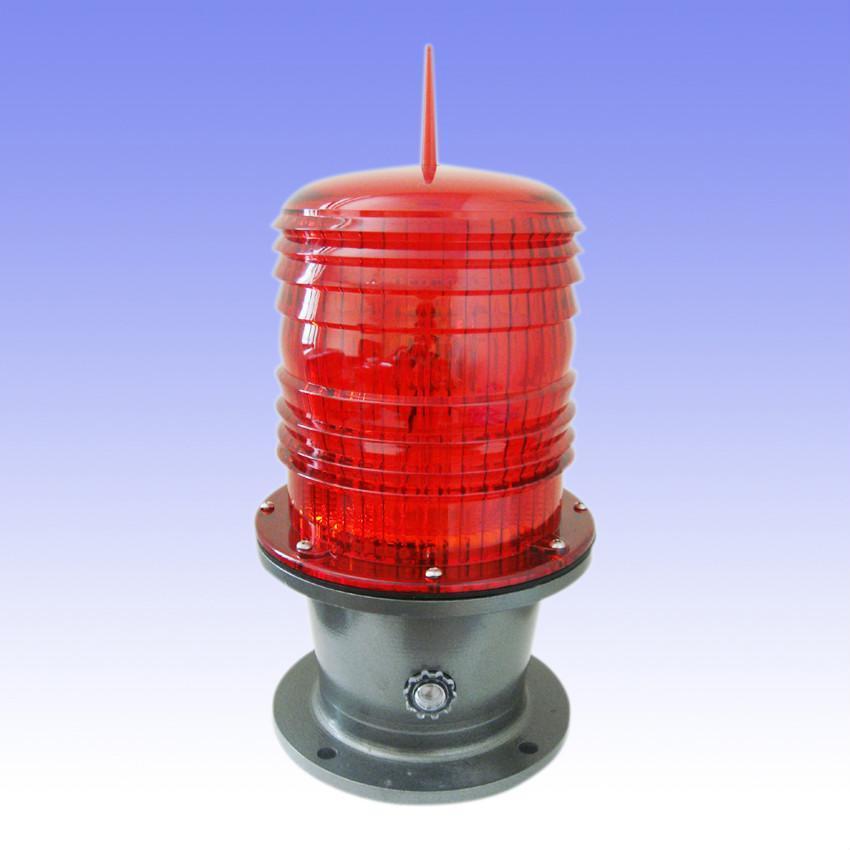 VT-90/122/155型智能航空障碍灯,主要由90mm塑料透镜、闪光控制器、铝合金底座、进口脉冲氙气灯管构成90mm双层塑料透镜是由聚炳烯塑料模压而成的 费涅尔透镜,该透镜具有透光率高,耐日光老化等优点,透镜有白、红两种颜色可供用户选择。闪光器是通过单片计算机预置软件作为控制核心部件,配有以优质电子元器件,在工作时瞬间升压至一万伏以上的触发电压,控制触发脉冲氙气灯管发出强烈的闪光。该灯还配有同步连接线在同步线相互连接后可以实现多台灯器同步闪烁。灯器还配有光控自动开关,在夜晚或阴雨多雾时自动打开工作,白