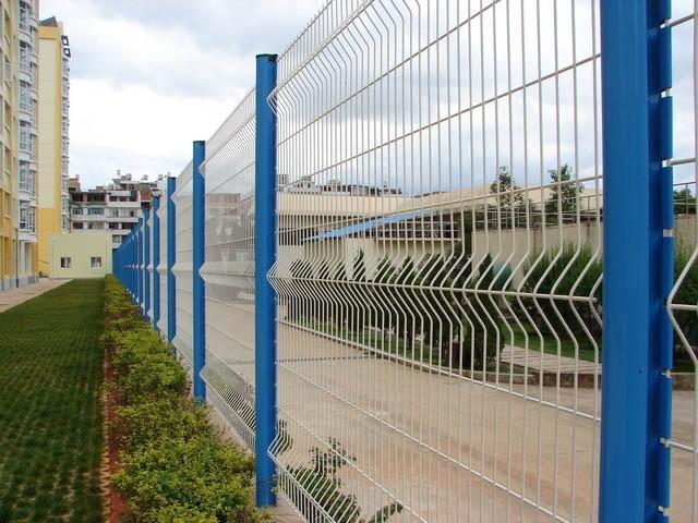 三角折弯护栏网 2