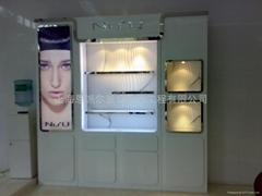 供應化妝品櫃台