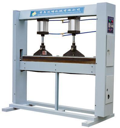 青島欣琦膠合板專用熱壓接長機 1