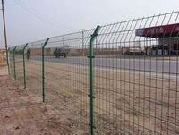 供应高速公路护栏网、公路护栏、公路隔离栅、护栏网生产厂家