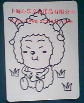 """沙画其实并不用""""画"""",它是印制好的卡通纸板上有各种各样的小动物或"""