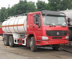 sinotruk howo 6*4 oil tanker truck