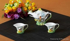 tableware sets, cups and plates to join