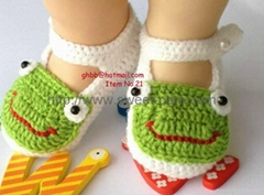 Handmade Hand Knit Crochet Baby Girl Shoes Booties Flats with Crochet frog