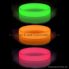 Fashion Design glow in dark Sports silicone bracelet