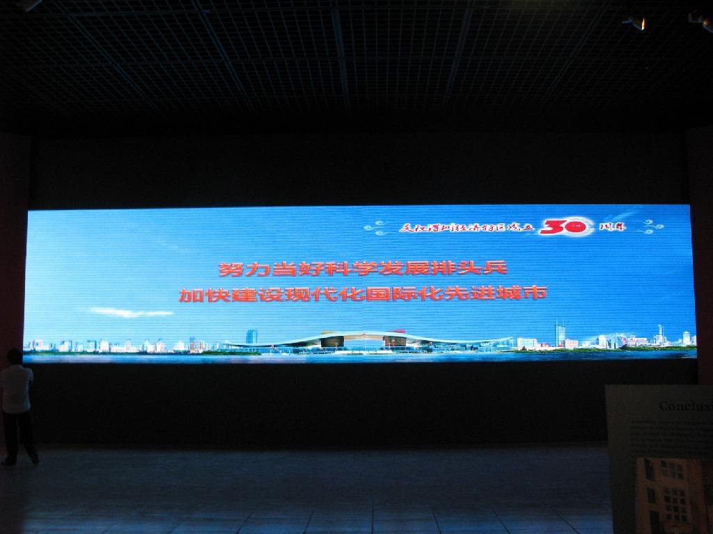 深圳市博物館室內P6表貼三合一全彩屏63平方米 1