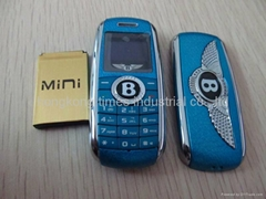 Hot wholesale Bentley key Mini Car Quad Band Cell Phone