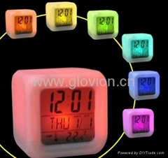 7 Glowing color changing alarm clock