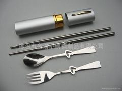 笔筒装情侣不锈钢餐具厂家直销
