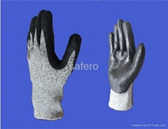 Black nitrile coating cut resistant glove
