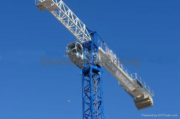 QTZ80P(PT5613)塔机 性能介绍 n QTZ80P平头塔机主要用力钢结构部件均采用Q345B钢材制作,塔身标准节截面2米*2米*2.8米,采用片式或标准节两种形式制作。 n 重量轻,风阻小,运输方便。回转采用双回转机构,起升机构采用双速绕线电机拖动,运行平稳。