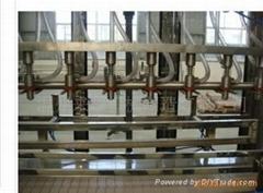 礦泉水純淨水酒水飲料自動直線式灌裝機
