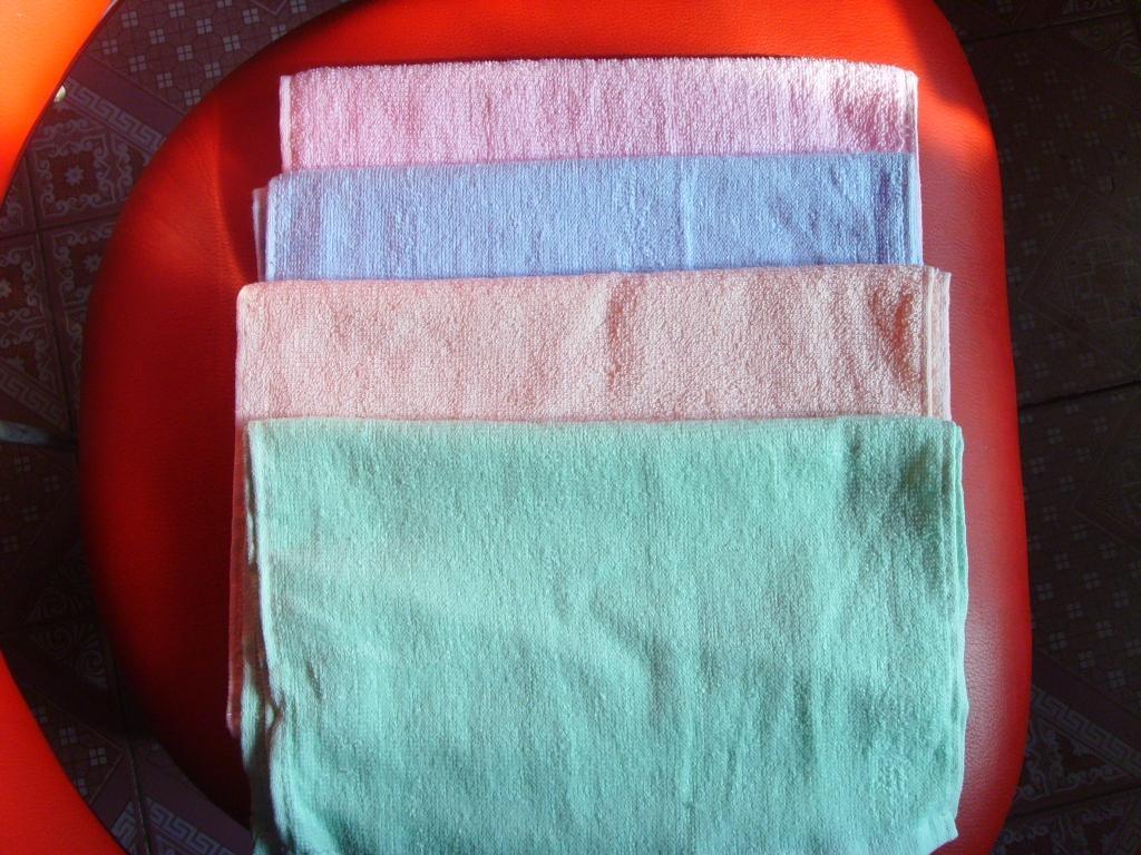 庫存外貿童巾40萬條處理,平織,素色,30*40純棉,35克 2