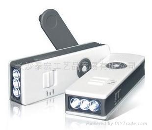 Crank Flashlight Radio Charger 1