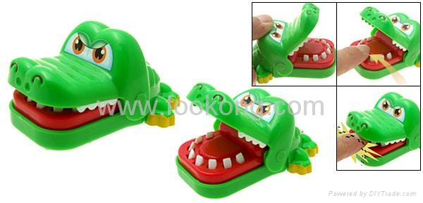 Funny Bite Finger Green Crocodile Prank Toy Cell Phone Strap