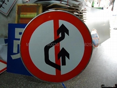 交通標示牌
