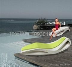 泳池塑料躺椅