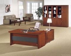 長期供應武漢酸枝色系列辦公傢具。1.6米,1.8米等