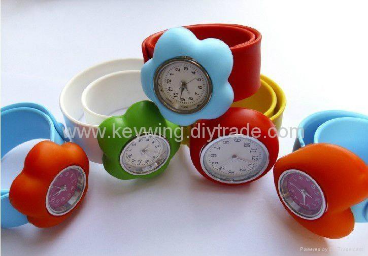 waterproof quartz silicone watch
