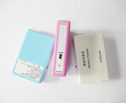 供应手机移动电源充电宝5V/4400mAh 1