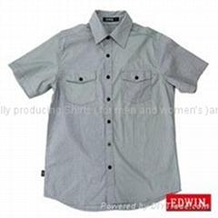 灰色短袖衬衫