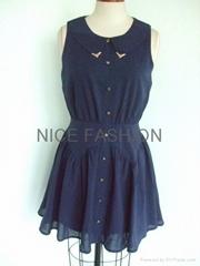 最新面料柔軟絲金屬領尖連衣裙