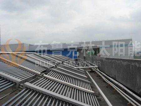 公寓阳台壁挂式太阳能热水系统 1