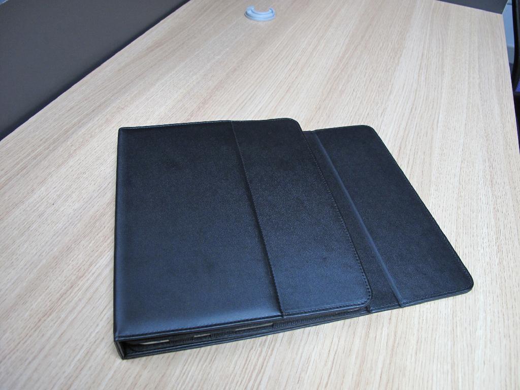 2011 new electronics Ipad bluetooth keyboard with Ipad leather case KB-6117 3