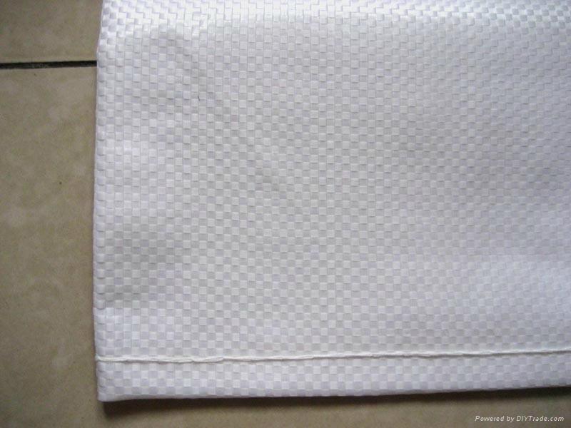 化纤地毯的衬垫材料也被塑料编织物取代.