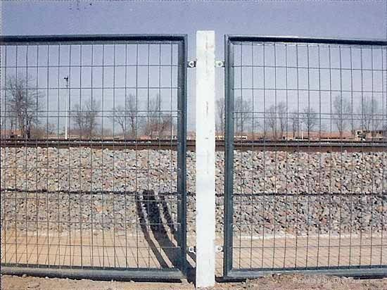 厂家促销铁路护栏网 2