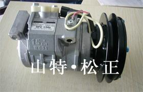现货小松PC55MR-2空调压缩机 1