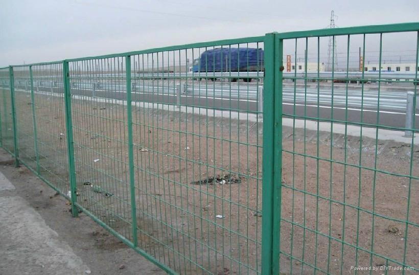 类别: 交通运输 / 交通配套设施 / 交通安全设备 标签: 边框护栏网