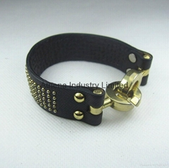High quality genuine leather bracelet bangle jewlery with metal novelty closure