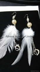 Feather pearl earring