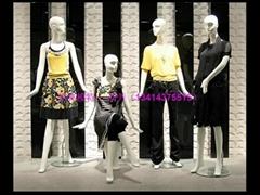 展示新款时尚女模特