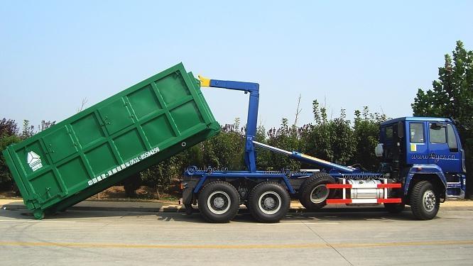 HOWO garbage truck 3
