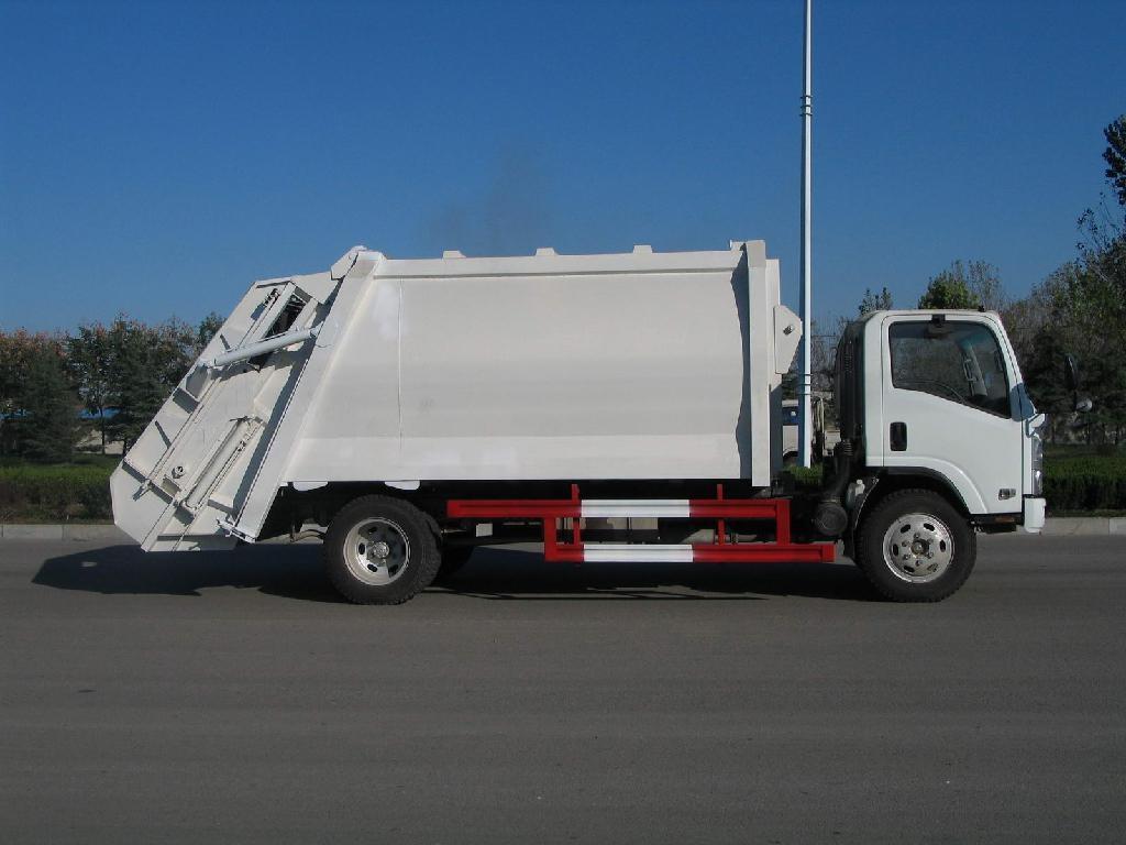 HOWO garbage truck 4