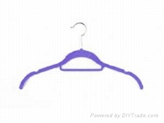 shirt hanger with tie bar and indent