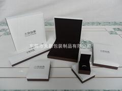 白色加啡色觸感充皮紙首飾盒
