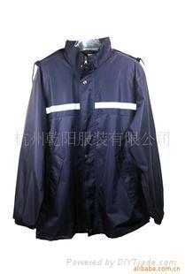 供應多功能特色雨衣 1