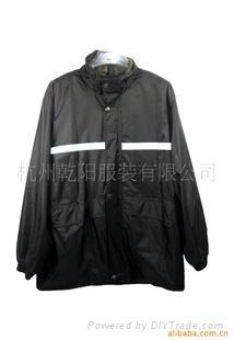 供應多功能特色雨衣 2