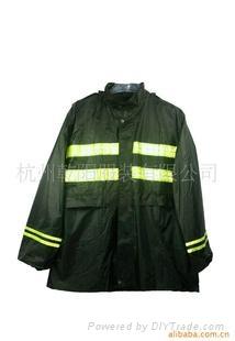 供應多功能特色雨衣 3