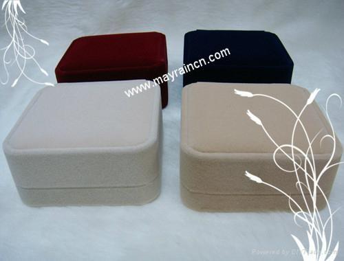手链手环植绒手镯包装塑胶盒 3