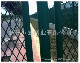三角折弯护栏网 3
