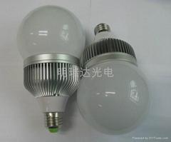 新款LED球泡燈