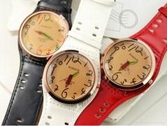 时尚大表盘宽皮带石英手表